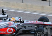 LewisHamilton.Valencia.02Fev.F001.F1ShortMessage.2010.500x343