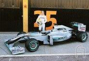 MercedesGP-Petronas.F011.F1ShortMessage.2010.500x343